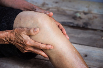 legs older person, Knee Pain, elder osteoarthritis