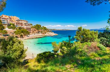 Fond de hotte en verre imprimé Piscine Mittelmeer Bucht Küste Spanien Mallorca Strand Platja d'Illetes Balearen