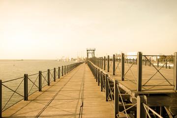 Huelva. paseo  Muelle del Tinto