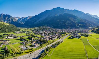 Contea di Bormio - Valtellina (IT) - Vista aerea panoramica estiva Wall mural