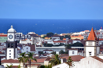 Blick über Ponta Delgada (Azoren) von der Kirche Máe de Deus