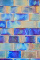 Mur de briques bleutées satinées