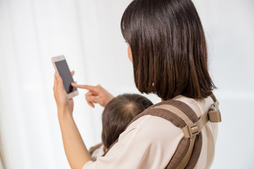 Mother holding a child,Smartphone ,Japanese