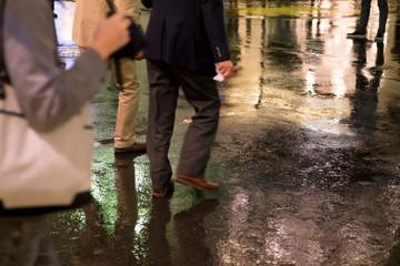 雨・夜の繁華街