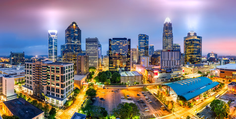 Photo sur Aluminium Batiment Urbain Aerial view of Charlotte, NC skyline on a foggy evening. Charlotte is the largest city in the state of North Carolina and the 17th-largest city in the United States