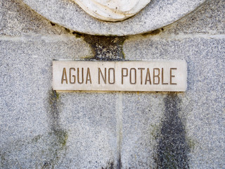 Not drinkable water sign in Spanish