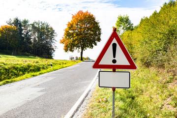 Warnschild an Straße