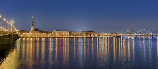 Wall Mural - Riga Lettland Brücke Düna Fluss Nacht