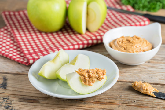 Green apple sliced with peanut butter.