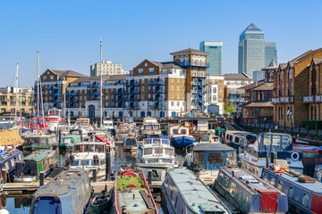 Boats and yachts moored at Limehouse Basin Marina in London Fototapete