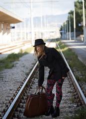 La ragazza sui binari del treno
