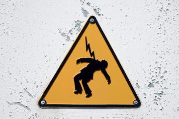 Panneau indiquant un danger d'électrocution