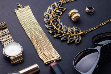 Set of stylish accessories
