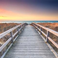 langer Weg zum Strand durch die Dünen