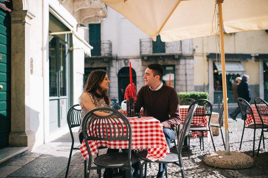 coppia a pranzo