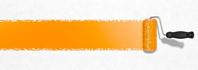 Farbe mit Farbroller auftragen, orange