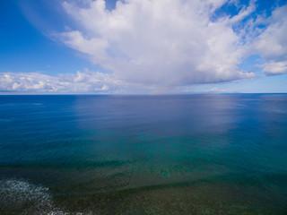 Luftaufnahme: Riff im Meer vor La Digue, Seychellen