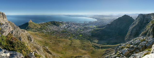A view over Cape Town from the top of Table Mountain