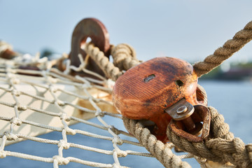 Netze und Taue an Bord