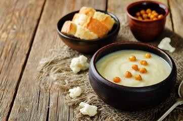 Cauliflower potato soup with roasted chickpeas