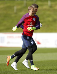 England's Joe Hart and Fraser Forster during training