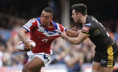 Reece Lyne of Wakefield Trinity (L) and Niall Evalds of Salford Red Devils in action