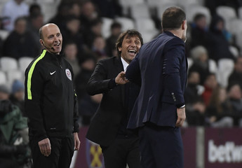 Chelsea manager Antonio Conte jokes with West Ham United manager Slaven Bilic as fourth official Mike Dean looks on