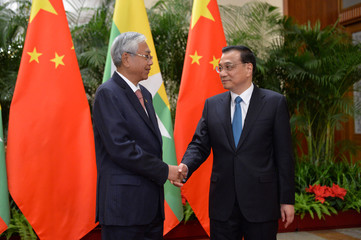 Chinese Premier Li Keqiang shakes hands with Myanmar's President Htin Kyaw, ahead of their meeting at the Great Hall of People in Beijing