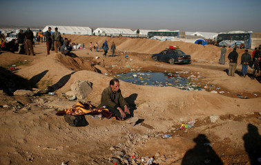 Displaced Iraqis wait to enter Hamam al-Alil camp south of Mosul