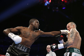 Ohara Davies in action with Derry Mathews