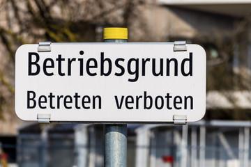 Schild Betriebsgrund Betreten verboten