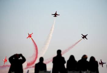 The Turkish Stars aerobatic team fly their Northrop F-5 Freedom Fighters over a Turkish memorial during a ceremony marking the 102nd anniversary of Battle of Canakkale