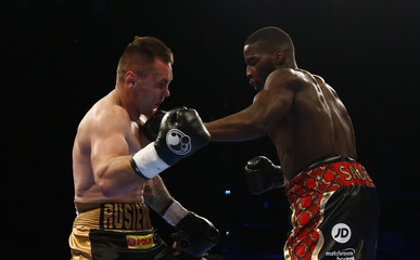 Lawrence Okolie in action against Lukas Rusiewicz