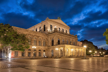Fotorollo Oper / Theater Building of Hannover State Opera in the evening, Lower Saxony, Germany