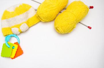 Вязание и детская шапка