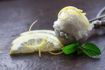 Zitronen Eiscreme