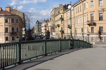 prospect, the bridge on the river Fontanka, St. Petersburg, buildings, street, cars on the road, the Windows, lamppost