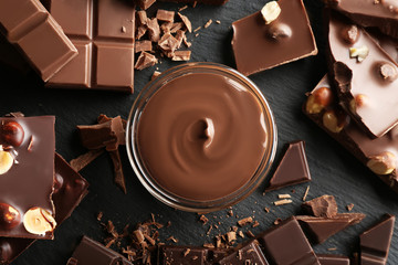 Fototapete - Bowl with melted chocolate and chopped bars, closeup