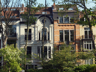 Brüssel: Alte Stadtvillen unter Bäumen