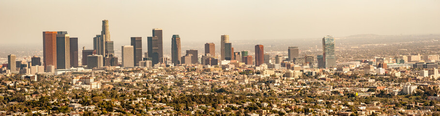Photo sur Aluminium Los Angeles Panorama cityscape of hazy Los Angeles skyline