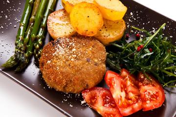 Fried steak with asparagus