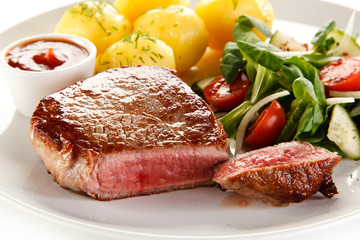 Roast steak with potatoes