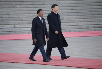 Madagascar's President Hery Rajaonarimampianina and China's President Xi Jinping attend a welcoming ceremony in Beijing