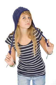 Portrait jeune fille avec couettes et  bonnet