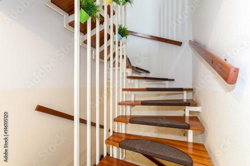 teppe dunkler laminat stockfotos und lizenzfreie bilder auf bild 146105120. Black Bedroom Furniture Sets. Home Design Ideas