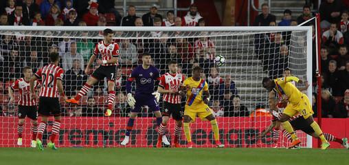 Crystal Palace's Christian Benteke has header at goal