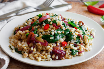 Barley porridge with spinach, onion and chili
