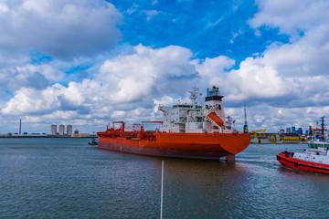 Tanker im Hafen von Rotterdam