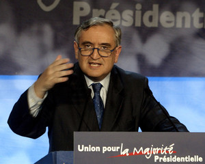 French Prime Minister Jean-Pierre Raffarin delivers a speech at the Union for the Presidential Major..