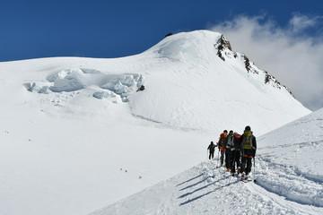 Alpinisti verso la Capanna Margherita